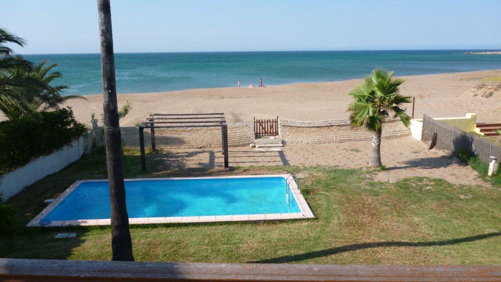 Недвижимость на первой линии моря в испании в