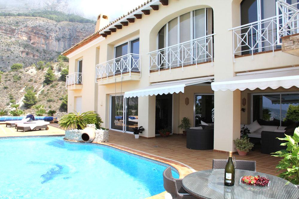 Недвижимость на море испания
